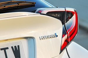 Toyota-C-HR_05-300x200.jpg